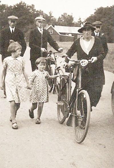 (Met fiets) Hanna Borggreve Ool Greuneveld's Hanna Tilligte
