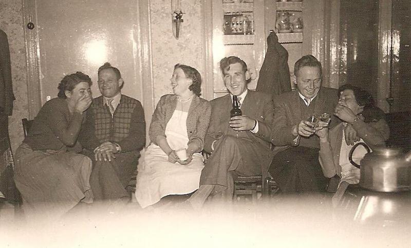 Marie Damhuis en Johan Kamphuis, Truus Kamphuis en Bennie Ruël in Lattrop