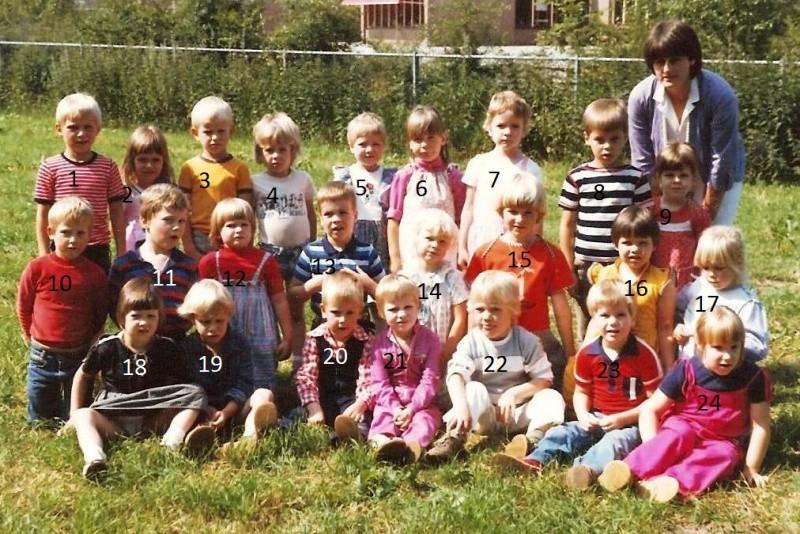 Jongste kleuters Lattrop 1980-1981 met Juf Agnes Koopman