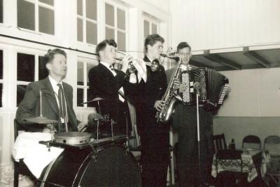 Vlnr Heini Wilbers, Paul Pikkemaat,Jan Hoekstra en Jan Oude Griep ca. 1958 (Ewwert Tilligte)