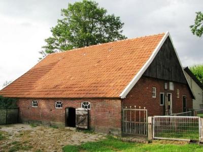 Het voormalige boerderijtje van Kristen, nu in gebruik als veerschuur bij Bennaads-zien-Hannes in Lattrop