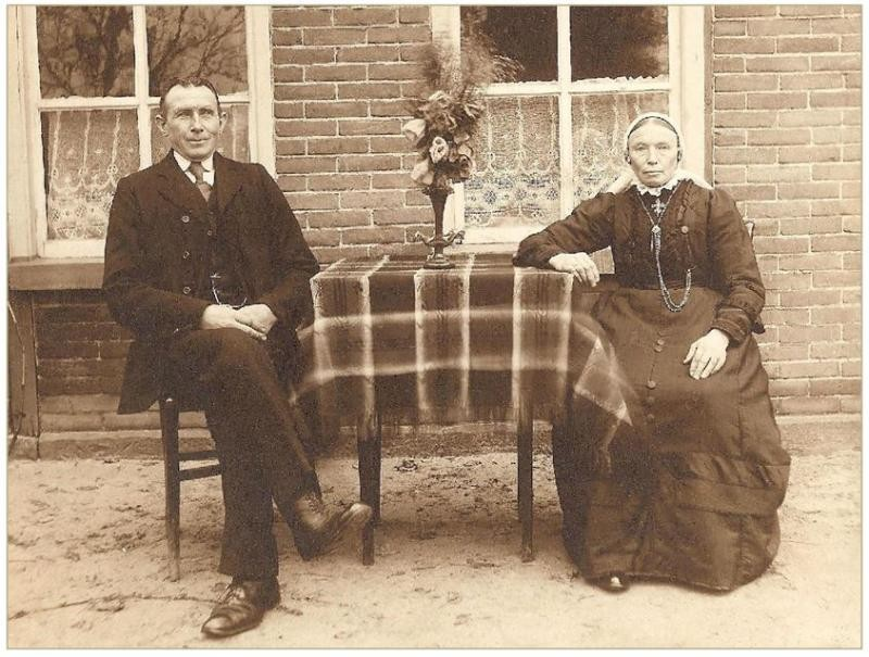 Bernardus Fox 1866-1928 en Gezina Tijscholte 1863-19412 in Lattrop