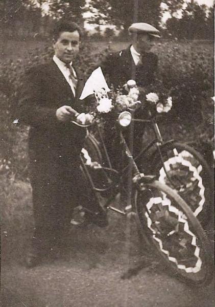 Bevrijdingsfeest Lattrop 1945 (Bernard Niehof en Nn)