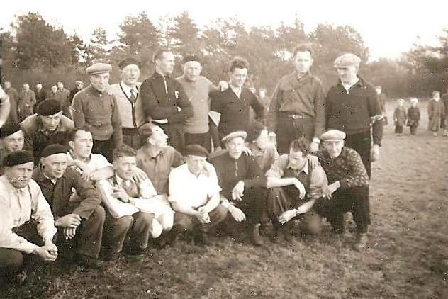 Bij welke gelegenheid en waar is deze foto gemaakt? Veteranen kloatscheetn?