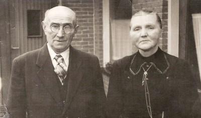Borggreve  Bernardus  Gerhardus en Baalhuis Gezina Johanna Tilligte 1884-1957 (foto 1946)