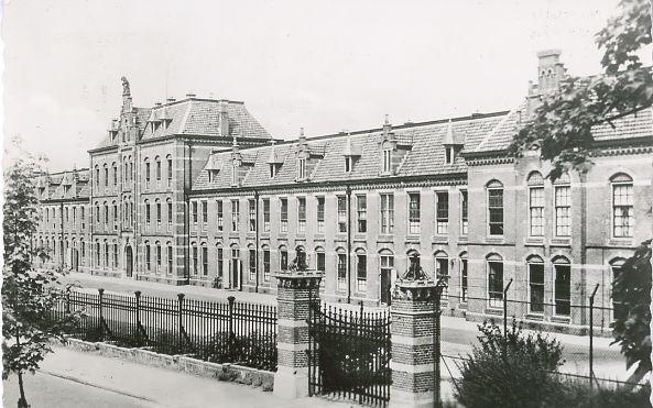 De Generaal Snijderskazerne (nr. 2) aan de Gelderselaan werd gebouwd in 1906