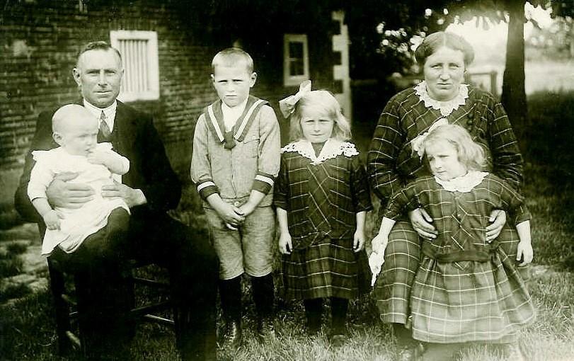Familie Egbert Scholten-Rika Dijkhuis Lattrop (Foto 1926)