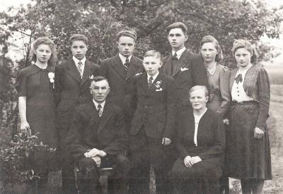 Familie  Gerardus Scholten en Anna Louise Arens Egbers Lattrop (Foto ca. 1947)