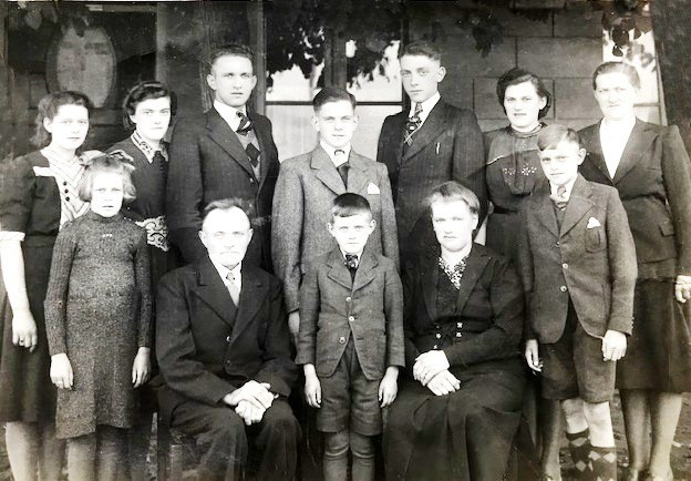 Familie Herman Rouwers en Marie Bossink in Klein Agelo 1940 (25-j huwelijk)