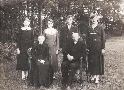 Familie Lukas  Maatman en Rika Kuijers (Klein Dasseler) Lattrop