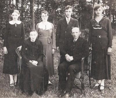 Familie Lukas  Maatman en Rika Kuijers (Oude Dasseler) Lattrop