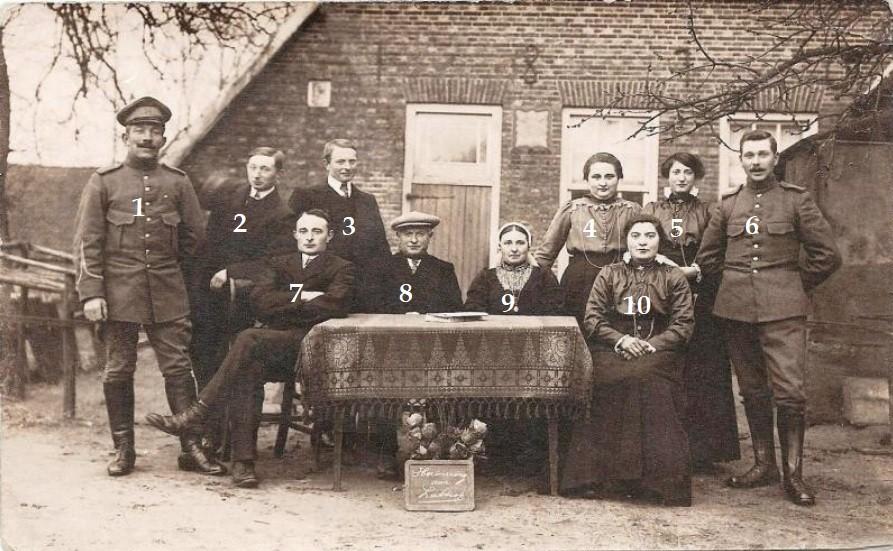 Familie  Scholte  Lubberink-Roelofs op 'Lubberman' Lattrop (Herinnering aan Lattrop)   Foto plm 1928