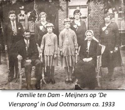 Familie ten Dam-Meijners op 'De Viersprong' in Oud Ootmarsum ca. 1933
