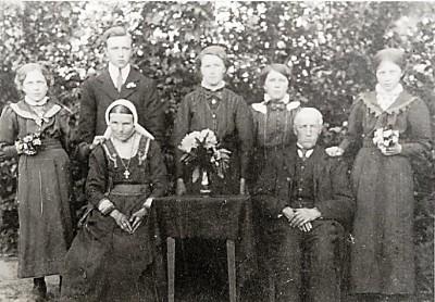 Familiefoto Huisken-Horsthuis (olde Bossink) Lattrop (Foto ca. 1930)