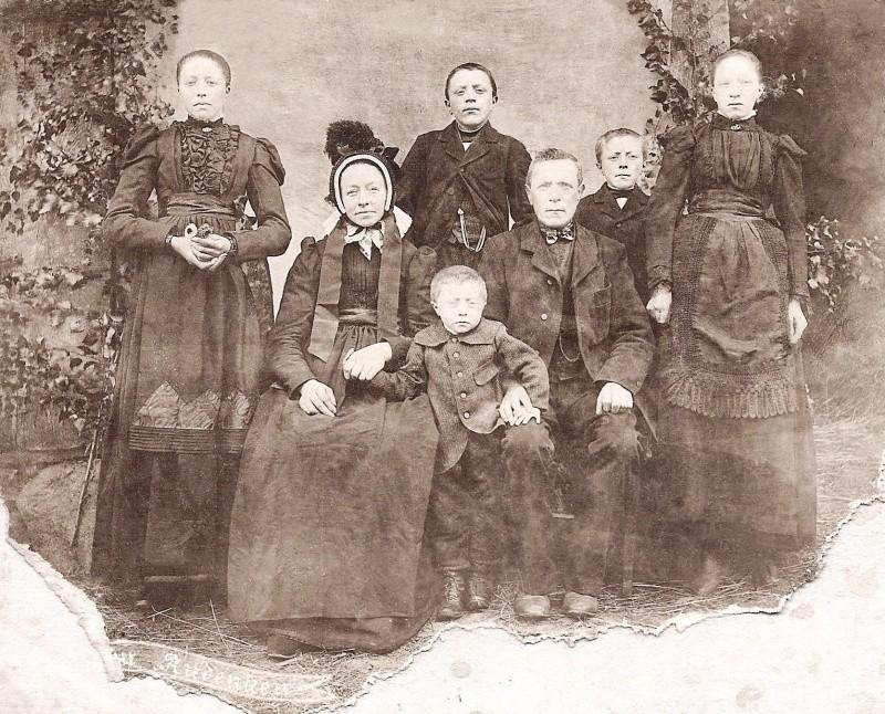 Familie Geert Kuijers en Fenna Brinkman op Dasseler in Lattrop