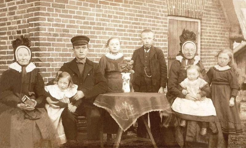 Familie Harm Bosink-Leida Karnemaat (de Weerd) Breklenkamp  (Foto J Swaab Amsterdam 1919)