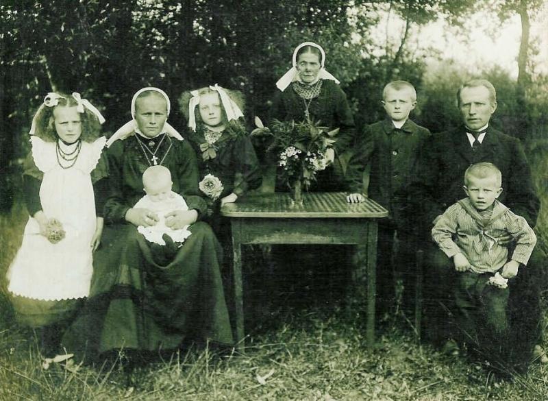 Familie Horsthuis-Kloeze (Hösboer) Lattrop (Foto 1919)