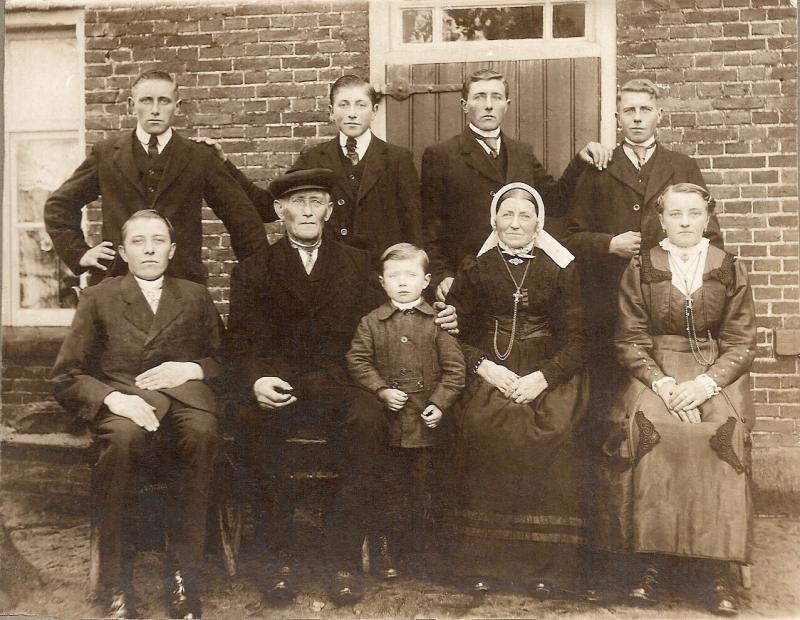 Familie Jens Busscher en San Voskamp Tilligte (Foto ca. 1921)
