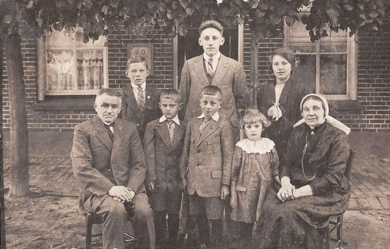 Familie Jens Oortman-Trui Reerink (Möller) Lattrop ca 1926