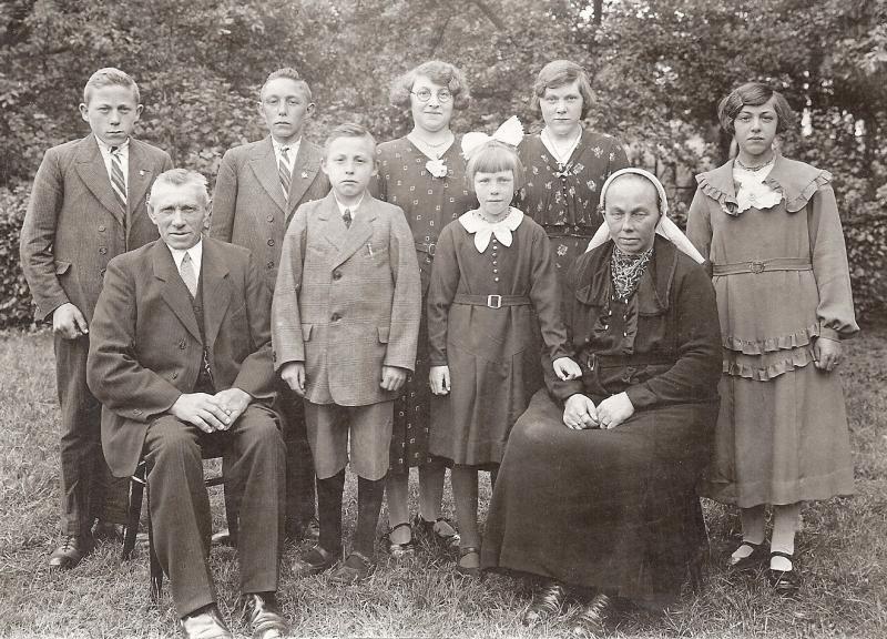 Familie Reerink-Groeneveld (Koelhuis/Koelman) Lattrop 1935 (25-jarig Huwelijk)