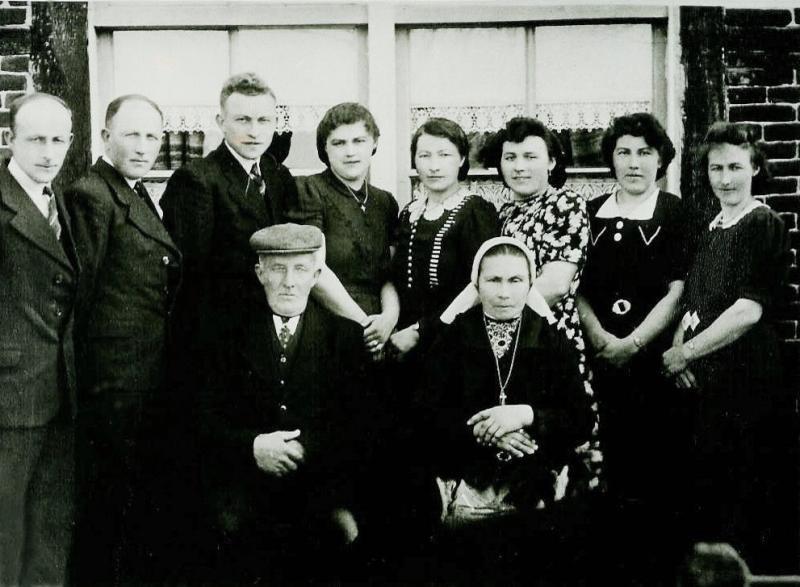 Familie Ruël Binnenbroekweg Lattrop plm 1940