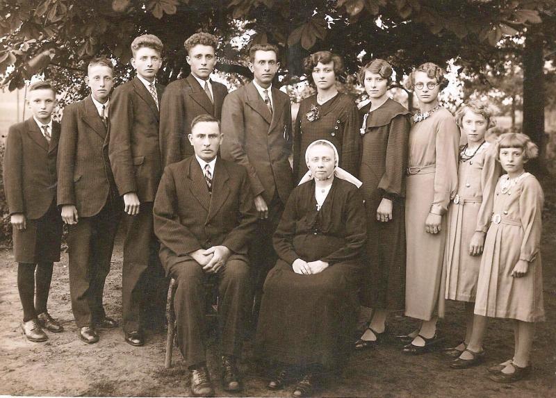Familie Teders-Edelkamp Lattrop juni 1937 (25-jarig huwelijk)