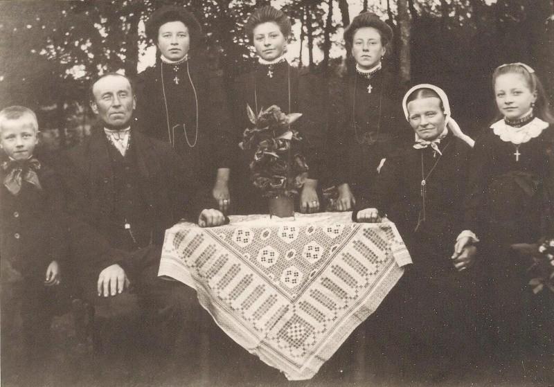 Familie Wolkotte-Steenbeke in Noord Deurningen 1916