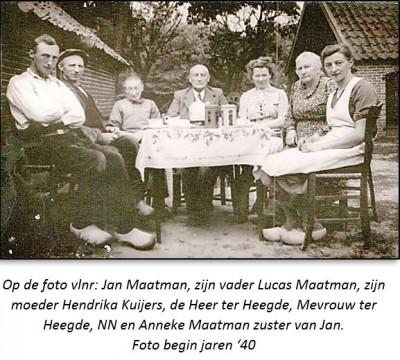 Foto begin jaren '40 bij Maatman in Lattrop