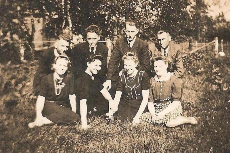 Foto familie Teders Lattrop Foto is in ieder geval gemaakt voor 1957