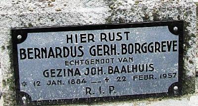 Grafsteen Bernardus Gerh Borggreve ev Gezina Joh Baalhuis Tilligte 1884-1957