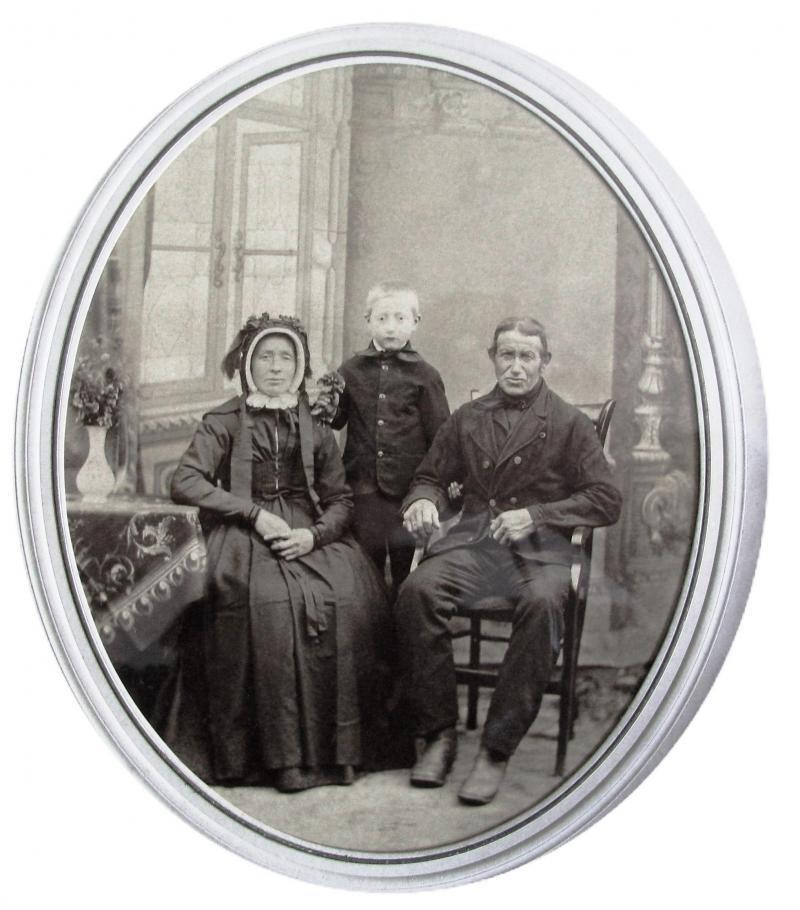 Jan Molendijk en Aleida Bakker met zoon Harm Hendrik op Brookman in Breklenkamp (Foto ca. 1888)
