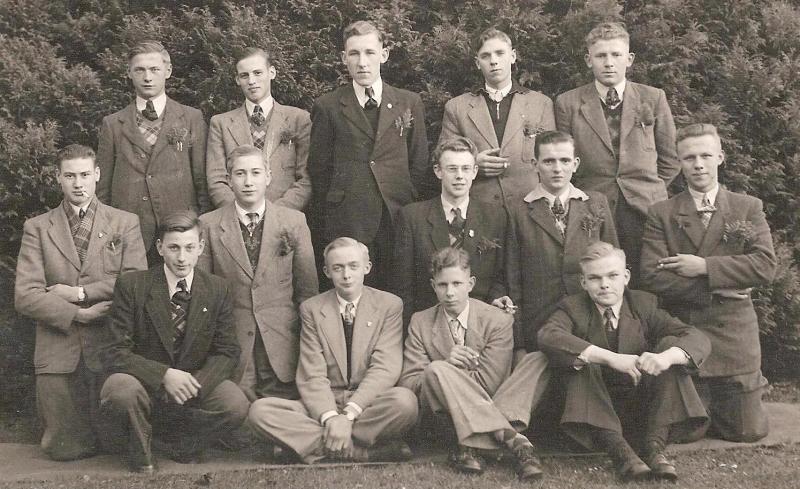Leden K.A.J. (Katholieke Arbeiders Jeugd) in Lattrop ca. 1958