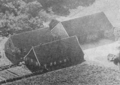 Luchtfoto boerderij Rikhof in Beuningen ca. 1950