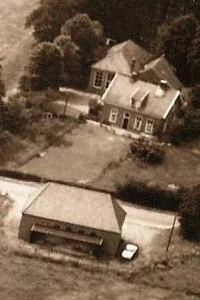Luchtfoto School en Landbouwbank  Breklenkamp