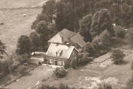 Luchtfoto School en onderwijzerswoning Breklenkamp