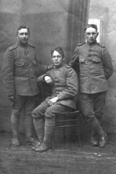 Mobilisatie 1914 vlnr Nn, Gerardus Joannes  Beijerink en Nn (ook Herman Dissel)