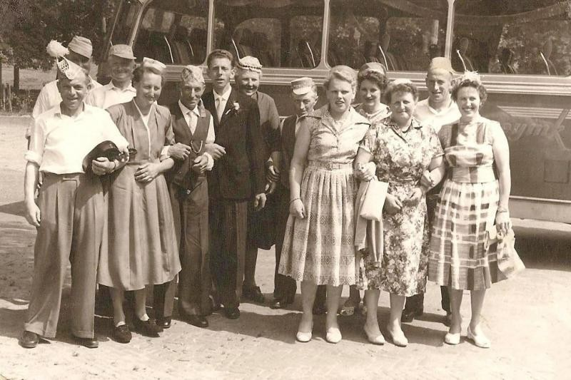 Noabers bruiloft Gerardus Antonius (Gerard) Snoeijink Lattrop en Aleida Theresia (Lies) Oude Vrielink uit Reutum (Foto ca 1950)
