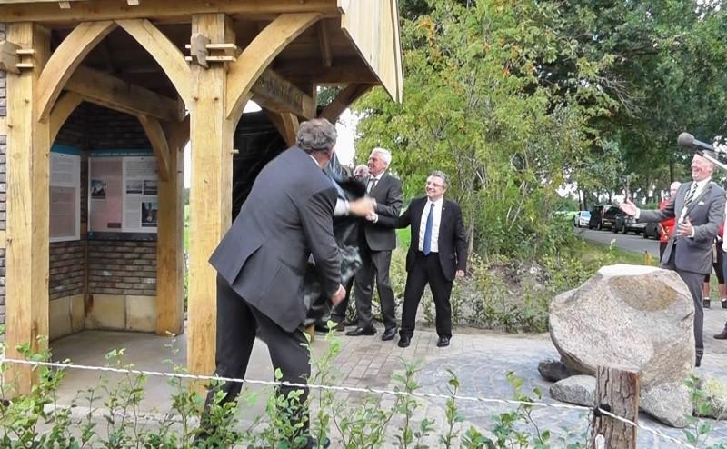 Onthulling monument Jongkind Lattrop