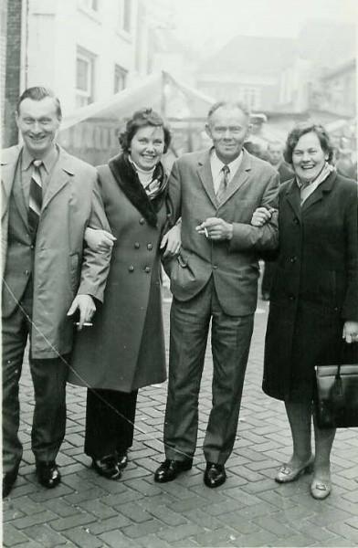 Op d eKoale Karmse 3 november 1972 Gerrit Kuipers en Marietje, Gerard van der Ham en Sien