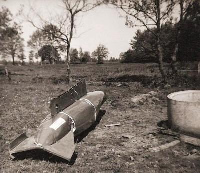 Opgegraven bom in weiland tussen Westerhof en de Kerkhof Lattrop 1961