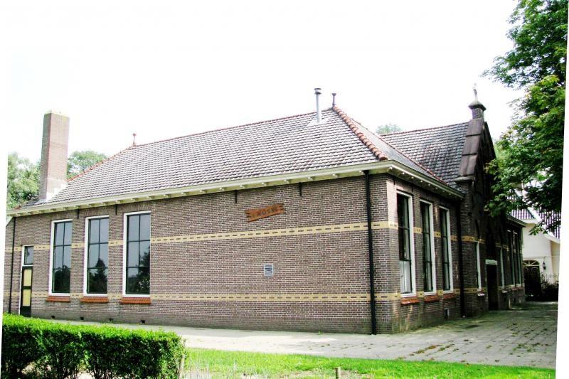Voormalige lagere school in Lattrop 2013