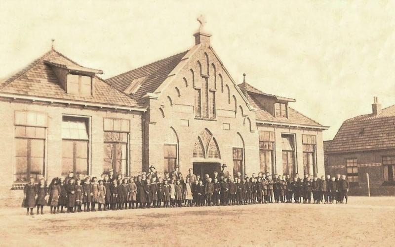 RK Lagere School Lattrop (Foto 6 Maart 1922)