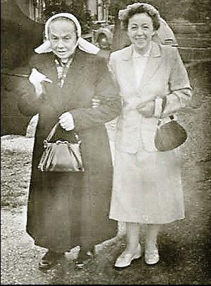 Sientje Reerink (Koelman) Lattrop en haar moeder Johanna Maria Groeneveld