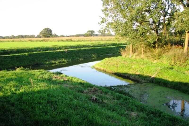 Stuw in Gele Beek bij het Dinkelkanaal in Lattrop