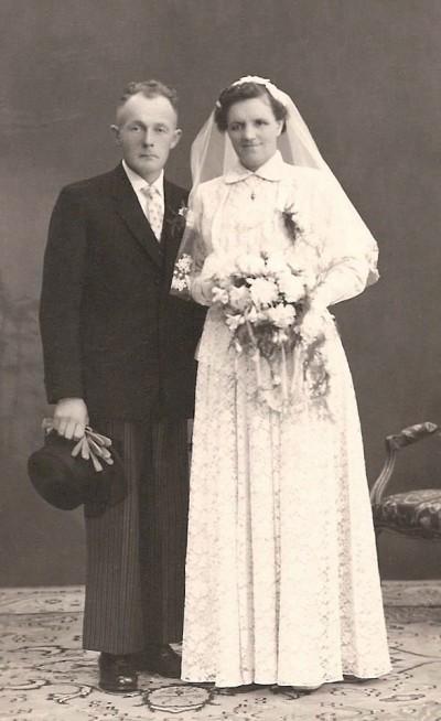 Trouwfoto Johan Oedinkhof en Trui Bodde (Stokke) Weerselo 10-04-1958
