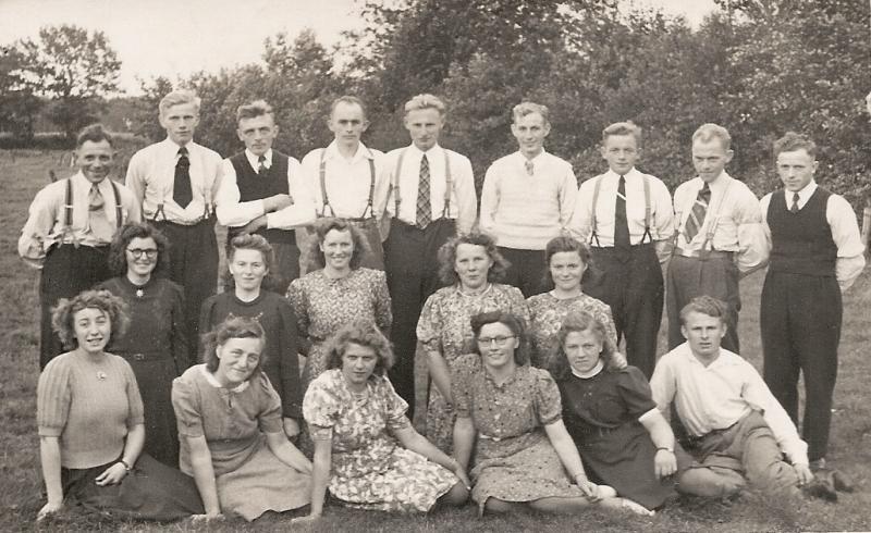Uitstapje Volksdanssgroep 'Levenslust' Lattrop-Breklenkamp Augustus 1948 (Foto Quick Enschede)