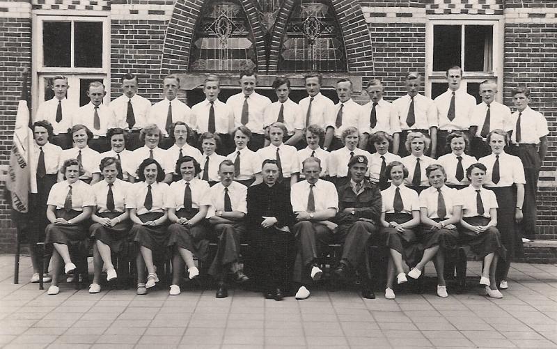 Ledenfoto Volksdansclub 'Levenslust' Lattrop-Breklenkamp 1954