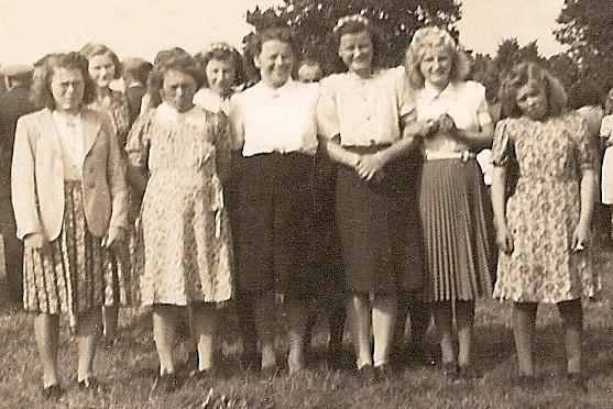 Volksfeest in Lattrop in de weide van Wiefferink ca. 1950