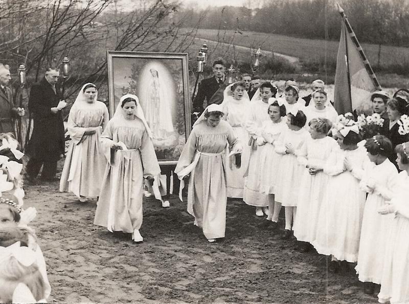 Wijding Mariakapel bij Kerkhof 1954